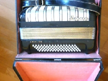 ACCORDEON HOHNER AMATI IV R VINTAGE SUPER ETAT AVEC VALISE