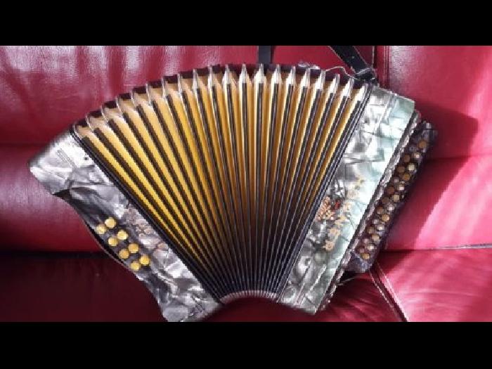accordeon diatonique hohner accordeon occasion. Black Bedroom Furniture Sets. Home Design Ideas